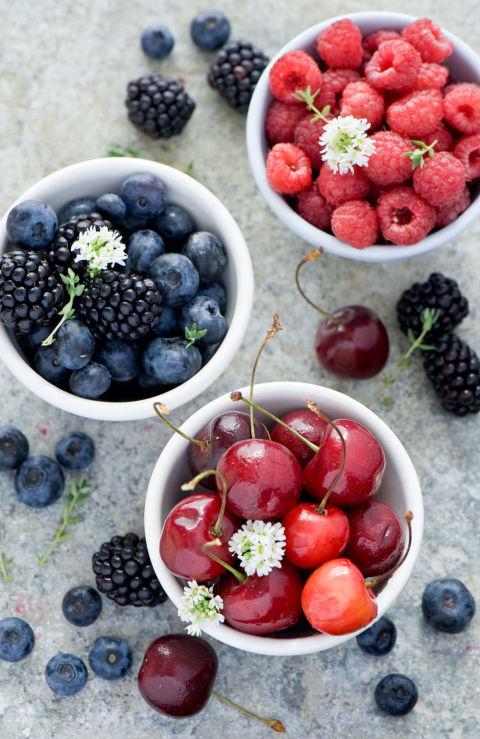 gallery-1426686847-berries-de